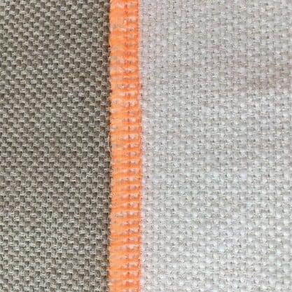 de afwerking met zoom en uitstekende stof foto 1 wat normaal aan de achterkant van het gordijn zit zit nu aan de voorkant zichtkant